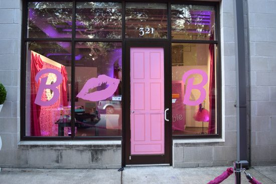 Barbie-Front-Door<div style='clear:both;width:100%;height:0px;'></div><span class='cat'>Barbie</span>